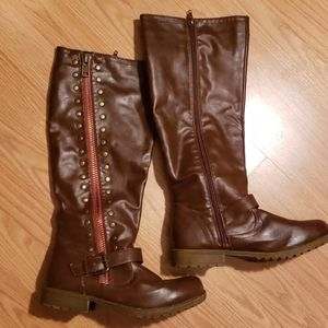 Brown leather like zip up boot